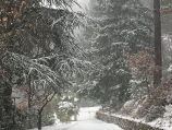 Oprit Maison Quartier in de (uitzonderlijke) sneeuw.