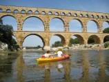 Kanoën onder de Pont du Gard door