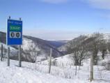 De route naar de Mont Aigoual (bij Cabrillac) in de winter